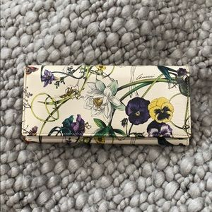 Authentic Gucci White Flora Print wallet.